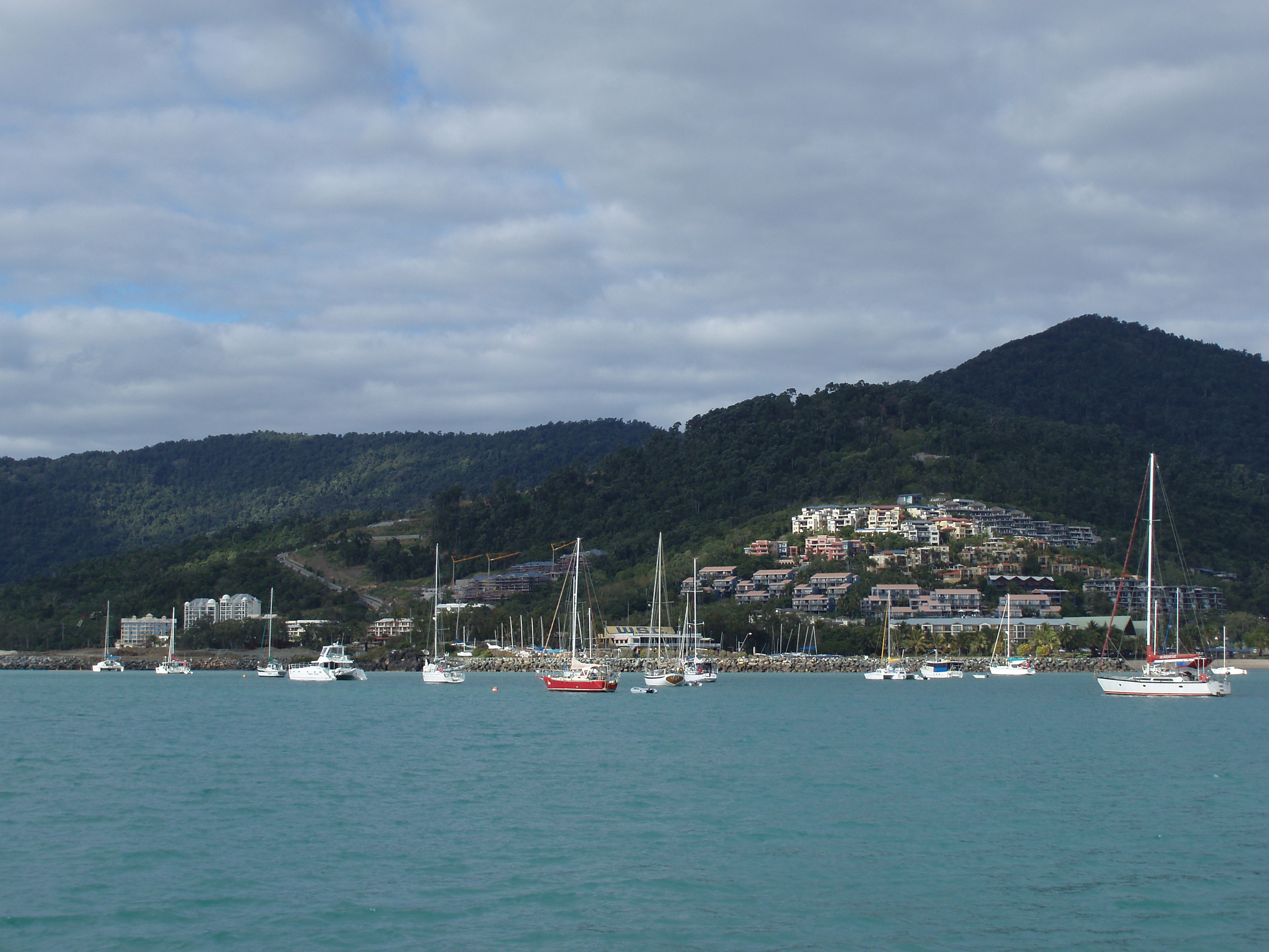 a view of airlie beach the gateway to the whitsundays