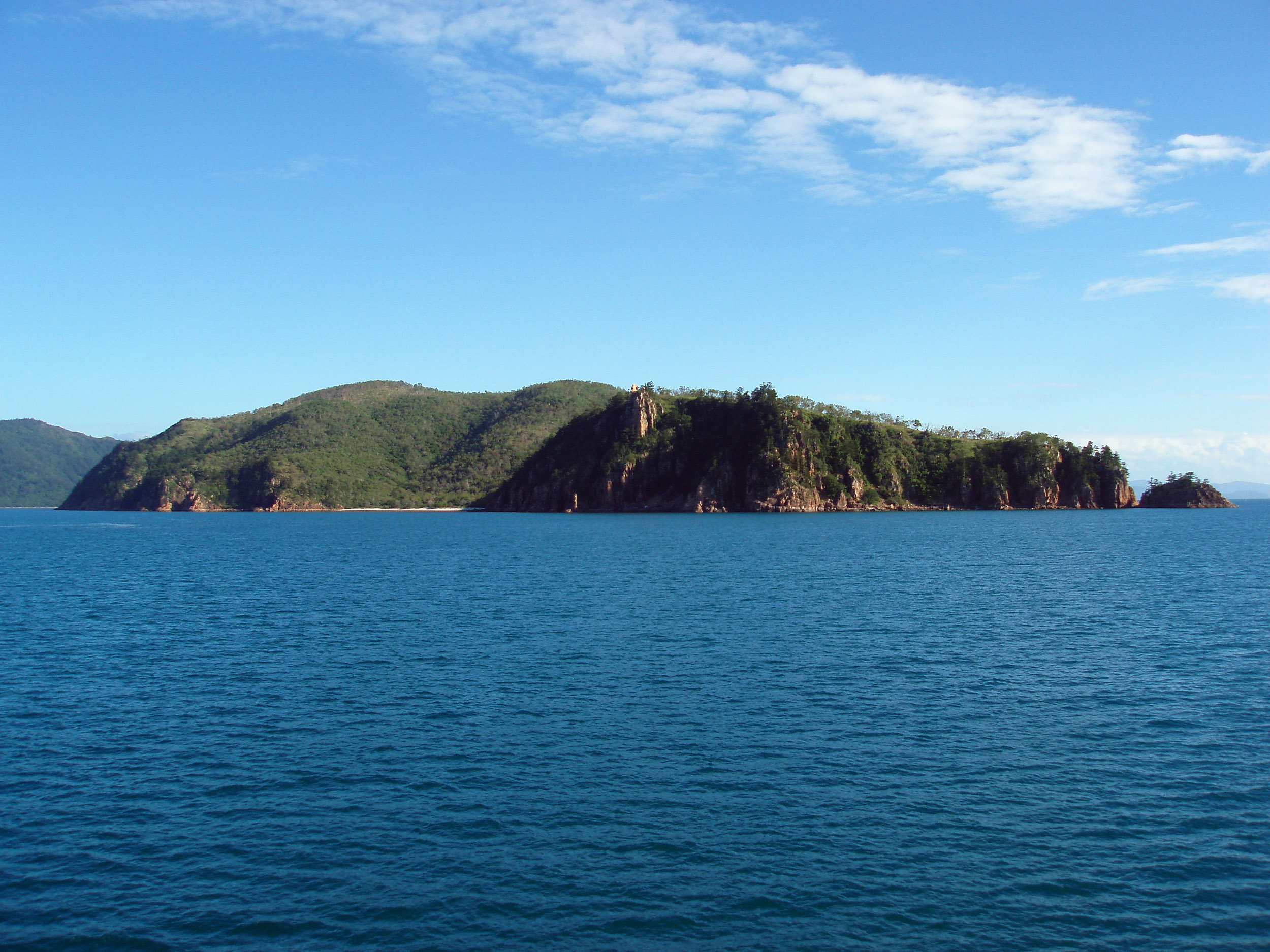 the north end of hayman island, rocky cliffs, whitsundays, north queensland