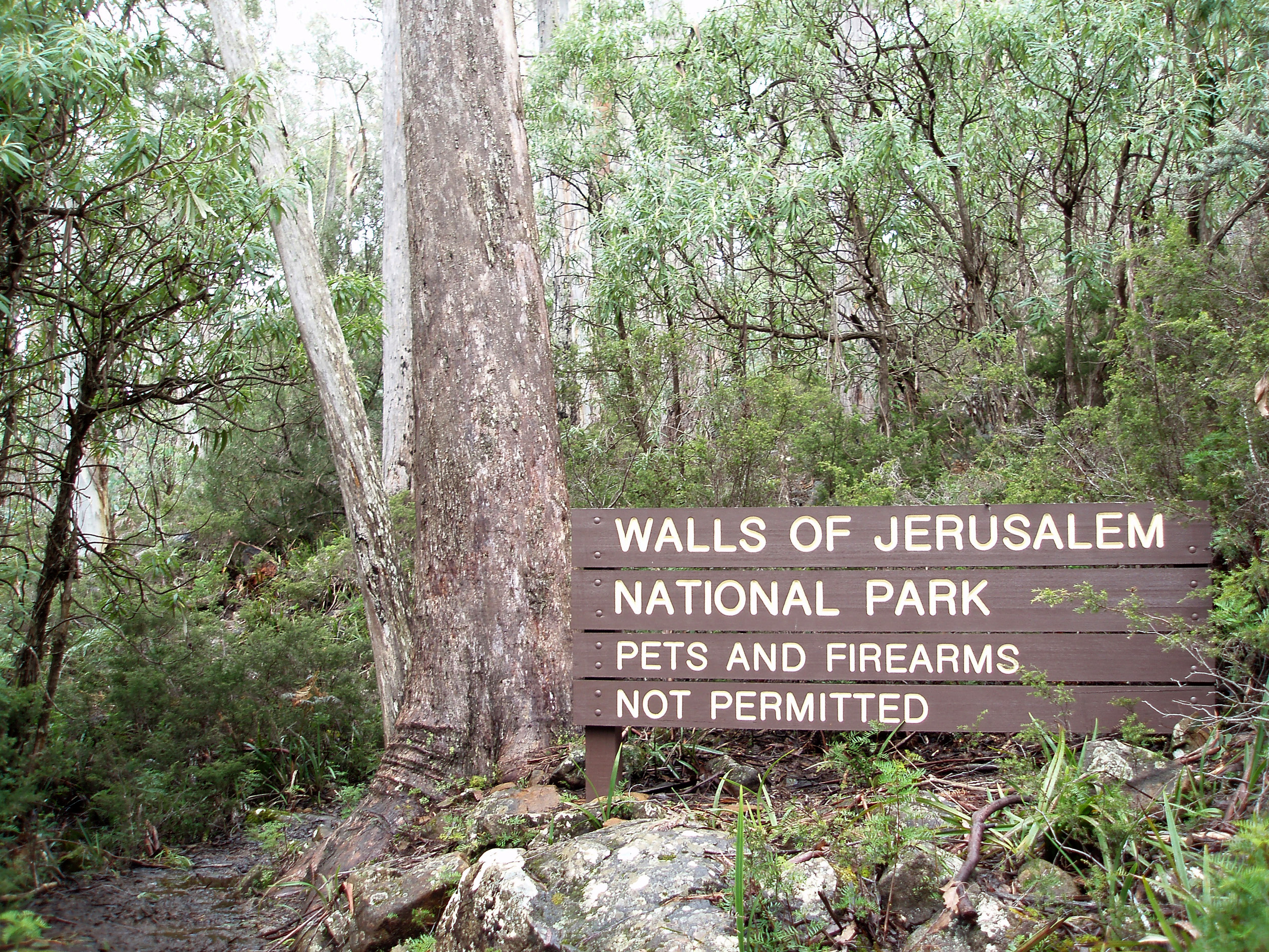 sign at the start of the walls of jersualmen walking track